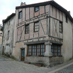 Cartier Saint Jacques.