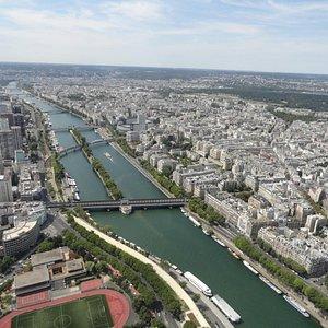 A ilha, no meio do rio Sena, vista da torre Eiffel