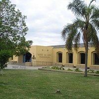 Vista lateral de la entrada del Museo