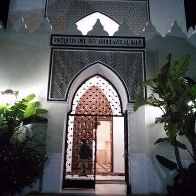 The main gate with the name of the mosque
