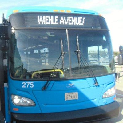空港から駅までに向かう際に撮った写真です。大きさは普通の路線バスと同じです。