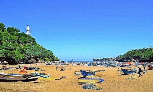 """Pantai Baron dan ciri khasnya, """"Perahu Nelayan"""""""