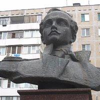 Памятник-бюст Лермонтову
