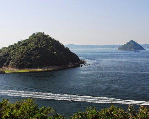 五色台大崎鼻から瀬戸内海に浮かぶ小槌島と大槌島