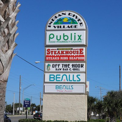 Indian River Village Shopping Center, entrance sign