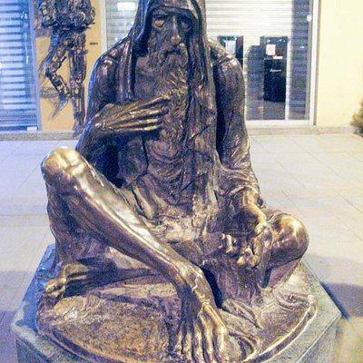 Статуя нищего