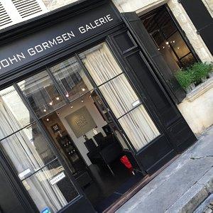 La galerie Boutique sur la place saint Pierre