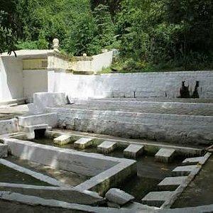 localizad ao lado daIgreja Matriz de São José, aBica da Cariocafoi erguida em 1843, com uma g