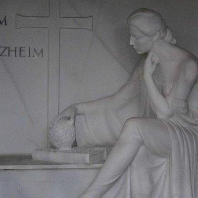 Detail auf einem Grabstein der Familei Jean Harzheim