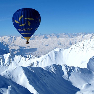 Ostwind balloon over the alps