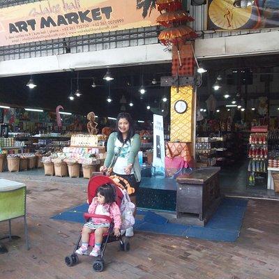 2 Agustus Foto Istri dan anak pertama saya di Wake Bali Art Market