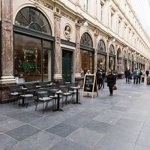 Wine Bar & Tapas at the Hotel des Galeries