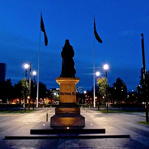 Queen Victoria Monument, night time