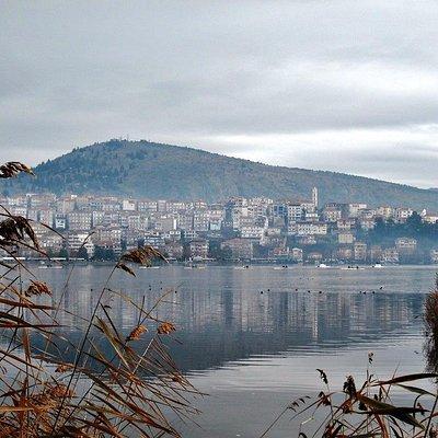 ρομαντική και χαλαρωτική η Καστοριά με την λίμνη της!