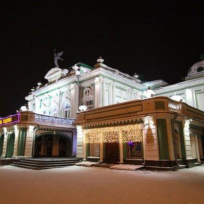 Специально приехал рано утром, чтобы передать всю красоту нашего театра....