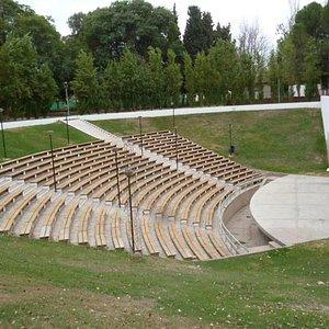 Anfiteatro al aire libre en el predio del Auditoria Juan Victoria