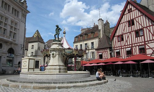 A lovely place to relax, Dijon, June 2015