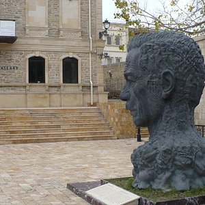 Памятник Вахиду, старый Баку