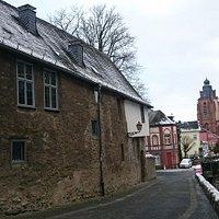Rückseite Lottehaus mit Blick auf den Dom