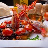 Fresh prawns with black risotto