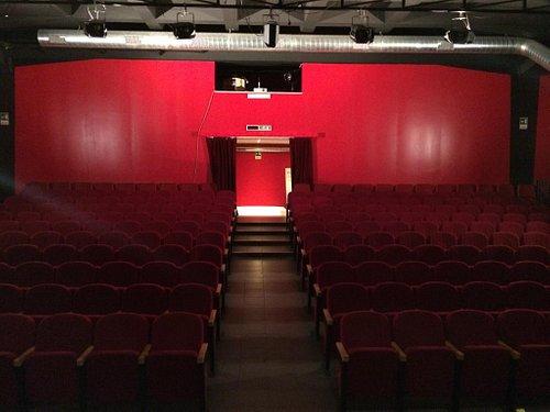 Accogliente foyer in grande stile e sala molto comoda con visibilità ottima da tutti i posti