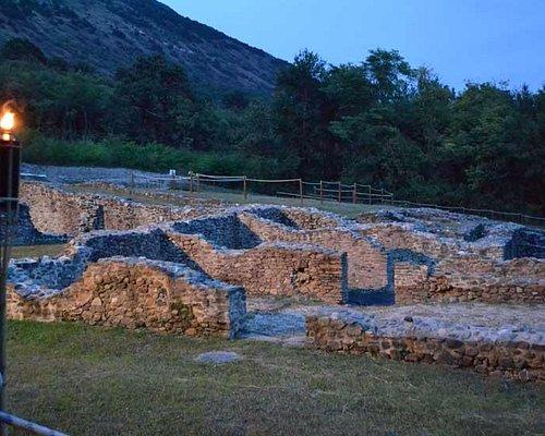 La villa romana in visita notturna estiva