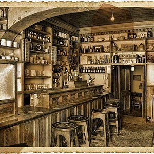 Luker 'Old World' Bar, Shannonbridge