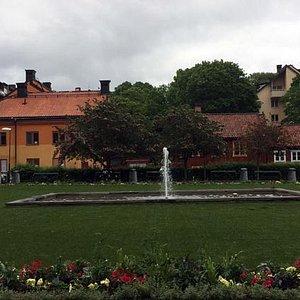 Hermosa plaza en Estocolmo