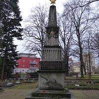 Памятник советским воинам, погибшим в Вайсенберг-Баутценском сражении в апреле 1945 г.