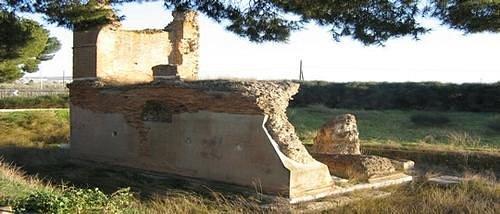 resti  del Mausoleo Bagnoli