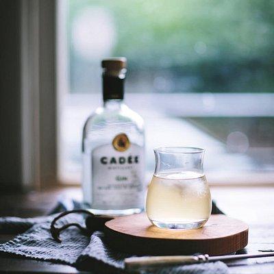 Eva Kosmos Flores, blogger and stylist, making a Cadée cocktail.