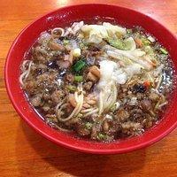 三鮮湯麺 麺は細麺