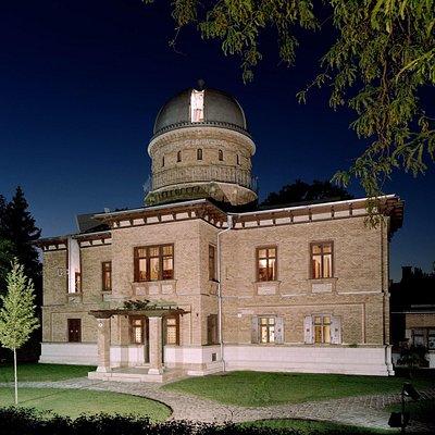 Die Sternwarte bei Nacht