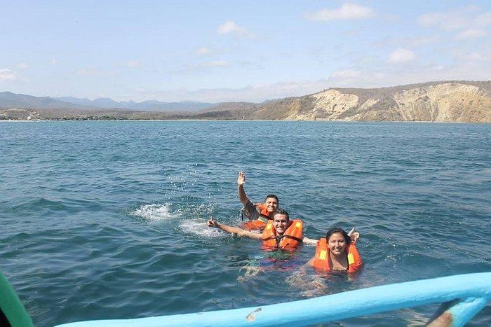 Nadando en Machalilla, cerca del Islote Sombrero