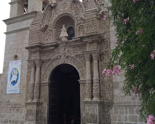 San Miguel is a lovely church in the neighborhood of Cayma. It was a nice afternoon stroll.