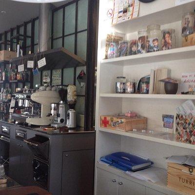 L'interno del locale dove si vede la personalizzazione ad opera della proprietaria