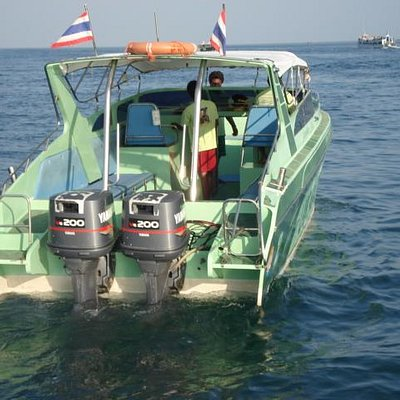 Speedboat for 2 engine