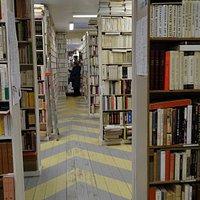 Bouquinerie Thomas - book shelves