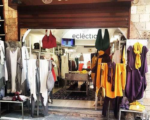 Edit Eclēctia is a Greek fashion brand. It offers elegant and stylish clothes for classy and so