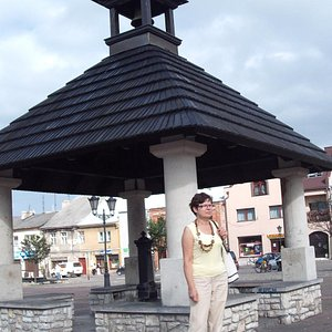 Przy studni na Rynku w Pilicy