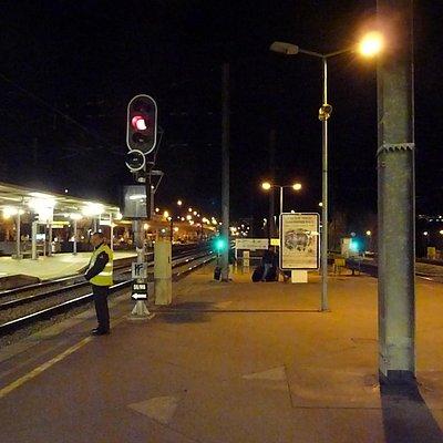 コインブラB駅で夜行列車の到着を待ちます