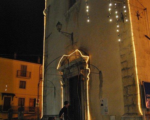 La chiesa di San Rocco con le luci di Natale.