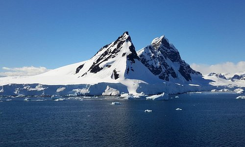 Paradise bay in Antarctica ... truly spectacular scenery and majestic peaks!