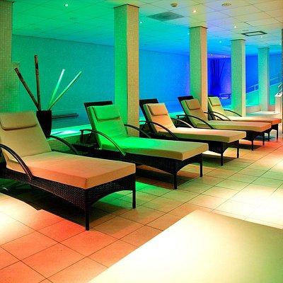 Facilities include a hydrotherapy pool, foot baths, Hammam wet room, sauna