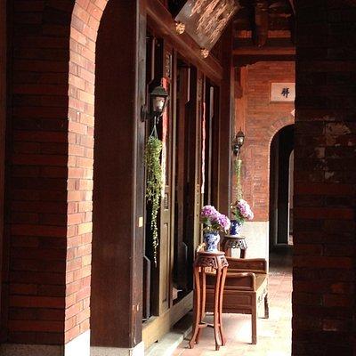 落ち着いた雰囲気の伝統的な建物