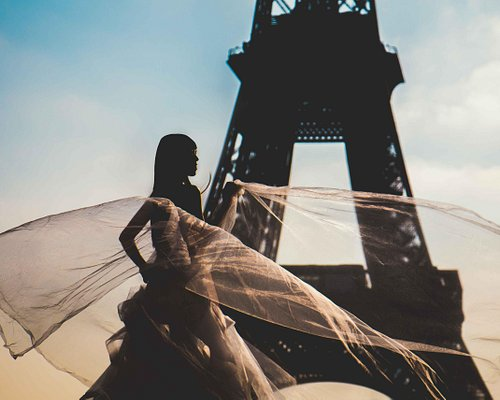 Bride at the Eiffel Tower