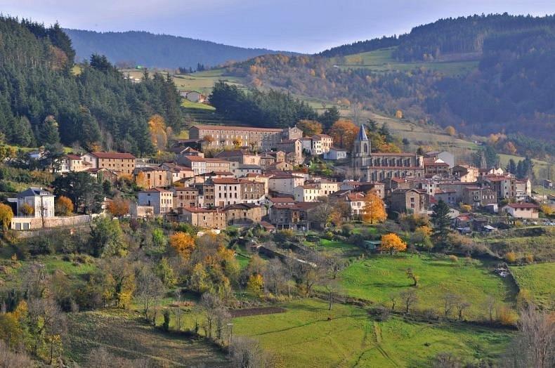 Le village de la Valla en Gier