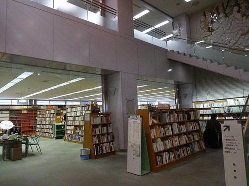 ゆったりした図書館。