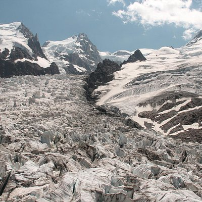 at the top: view of the glaciers at la Jonction