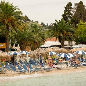 Участок пляжа относящийся к отелю Потомаки Бич